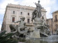 Fountain in Piazza Archimede, Syracuse, ©vic15/Flickr