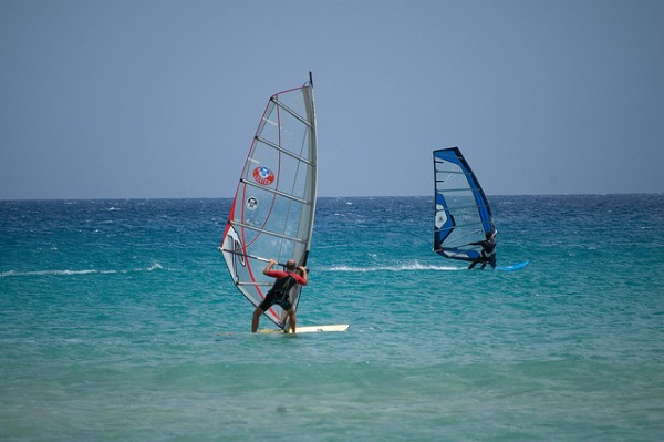 Windsurfing at Chia Beach, ©1la/Flickr